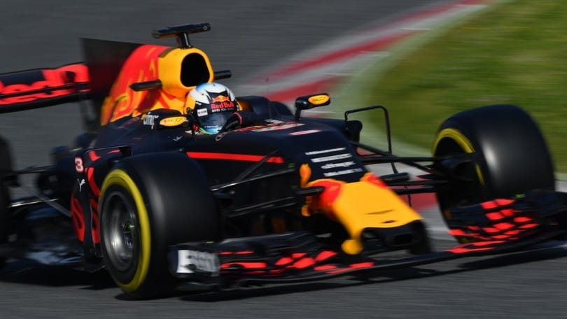 F1, suona l'allarme in casa Red Bull: Verstappen esalta Ferrari e Mercedes
