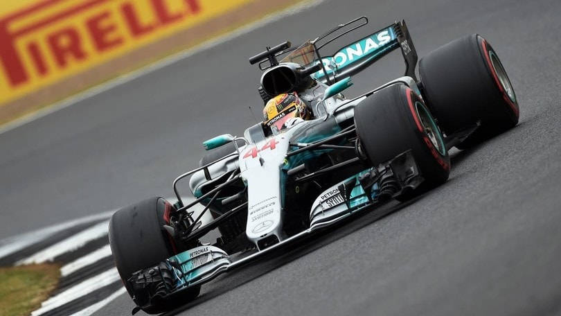 Lewis Hamilton stravince a Silverstone