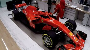 Ferrari SF71H, la Rossa si veste in camerino