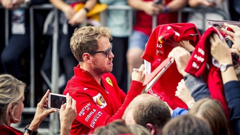 Lewis Hamilton se la prende con la squadra