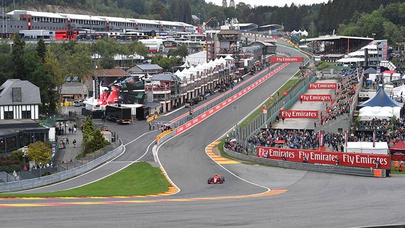 F1, griglia di partenza Gp Belgio: Hamilton in pole davanti a Vettel