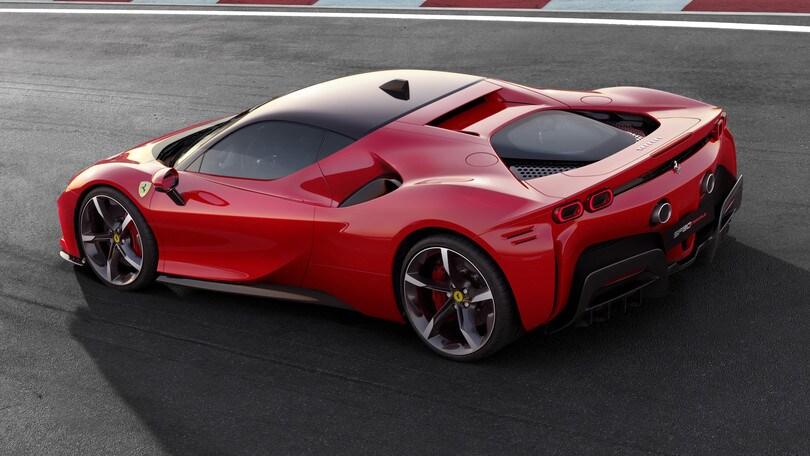 Ferrari SF90 Stradale, nel segno della F1