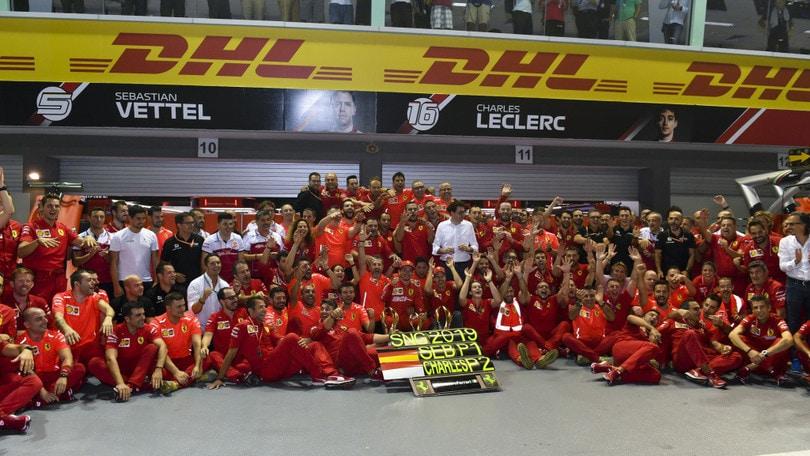 F1, qualifiche Gp Singapore: pole per Leclerc, secondo Hamilton