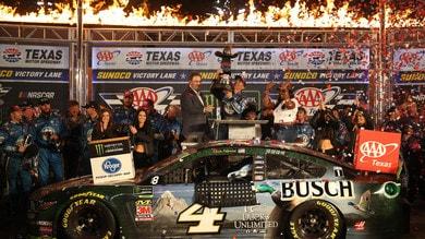 NASCAR: in Texas vince Harvick, Hamlin e Elliott a rischio