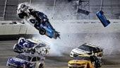 Nascar: a Daytona rivince Hamlin, paura per Newman