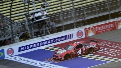 Nascar: in Michigan Harvick senza rivali in gara 1