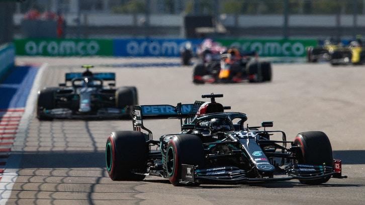 GP Russia, niente punti di penalità per Hamilton: salvo per il team radio con l'ingegnere di pista