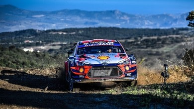 WRC, Rally Italia Sardegna: Sordo solido leader