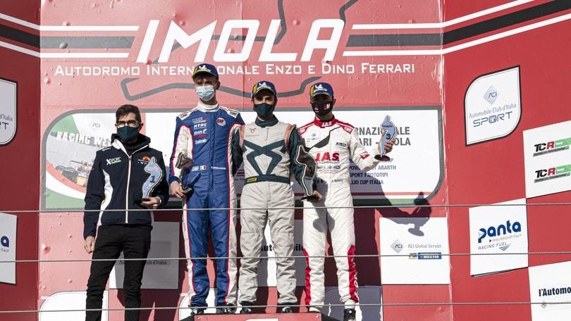 TCR Italy - Mikel Azcona su CUPRA trionfa a Imola
