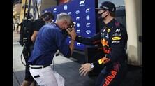 F1, Coulthard compie 50 anni e Verstappen gli tira una torta in faccia
