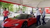 Ferrari, Leclerc e Sainz gareggiano con Cristiano Ronaldo a Fiorano VIDEO