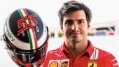 Sainz, al GP d'Italia con il casco dedicato a Schumacher
