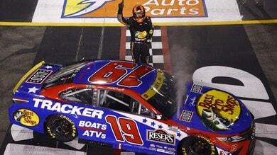 NASCAR: Truex vince, le Toyota ora fanno paura